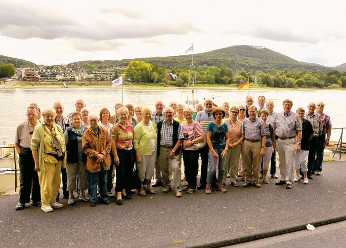 Vor der malerischen Kulisse des Siebengebirges im Hintergrund am Rhein, machten die DSA-Leser einen kurzen Zwischenstopp und