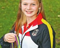Stolz zeigt Franziska Peitzmeyer die Silbermedaille. Foto:DSA Steg