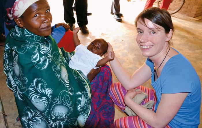 Anna Busch (r.) engagiert sich seit vielen Jahren in Ruanda.  Foto: privat