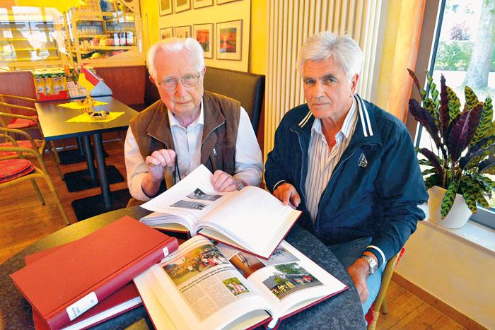 Werner Trienens (links) weiß seine Arbeit bei Heinz Heisener in guten Händen. Der langjährige Chronist gibt aus Altersgrü