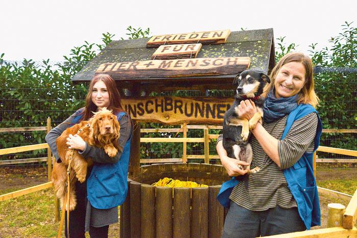 """Astrid Reinke (rechts) und Janica Dobrowecki kümmern sich täglich um die Vierbeiner von """"Achtung für Tiere"""". Auch übe"""