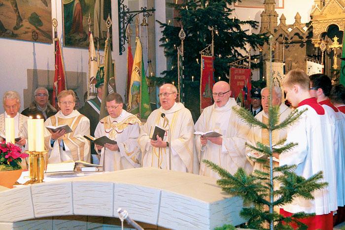 Ein würdevoller, in großer Konzelebration gehaltener Gottesdienst machte den Auftakt für die offizielle Verabschiedung von