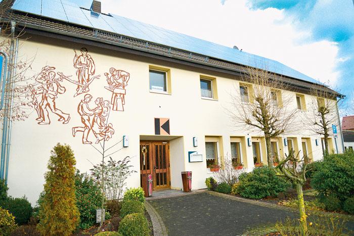 Richtig frisch aufgemöbelt wartet das Kolpinghaus auf neue Pächter. Fotos: Brucksch (3)/Addicks (1)