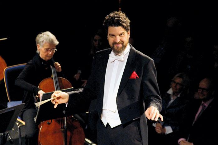Charmant, humorvoll und noch dazu ein ganz feinfühliger Dirigent: Markus Huber bereicherte den Abend durch seine Art.