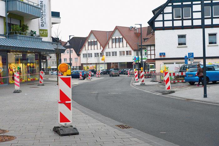 An rot-weiße Baustellenbarken haben sich die Delbrücker schon gewöhnt. An vielen Stellen im Delbrücker Stadtgebiet sind B