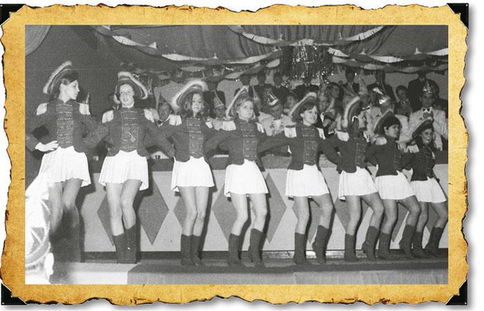 """Grafschaftlers erste Tanzgarde """"Die Entchen"""" 1969  (von li. nach re. mit ihren Mädchennamen): Christel Lang, Ursula Stei"""