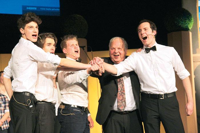 """""""Einer für alle, alle für Einen"""", das Motto der vier Musketiere ist bei der Jugend-Musical-Bühne auf alle Mitwirkenden"""