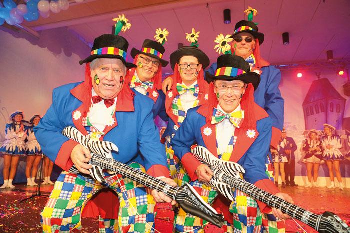 Da geht in Ostenland so richtig die Luzie ab, wenn die rockenden Clowns auf der Bühne ihr ganzes Können demonstrieren.