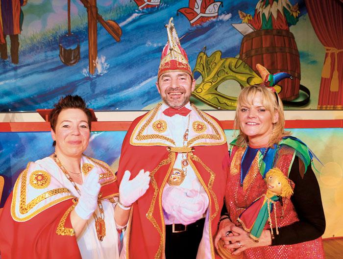 Prinzessin Anja II. Kitzhöfer, Prinz Ulrich II. Sonntag und Astrid Schröder repräsentieren die Schöninger Narretei.