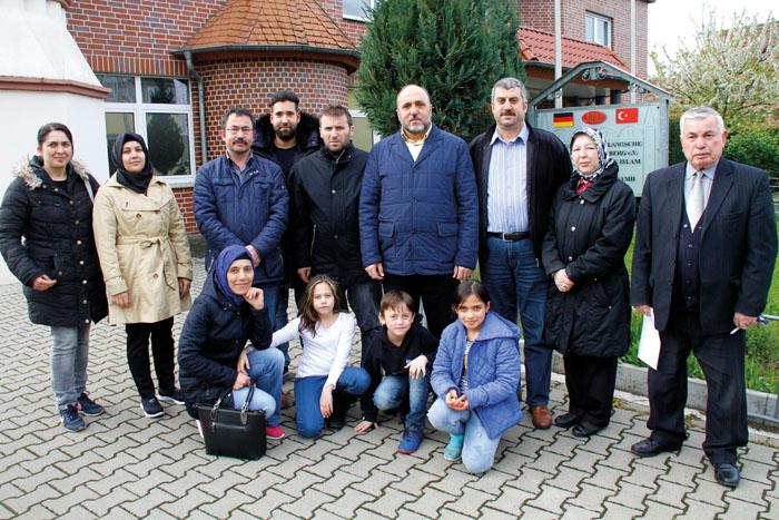 Vorsitzender Yilmaz Derin (3. von links) und der neu gewählte Ditib-Vorstand haben viele Pläne für die kommenden Monate un