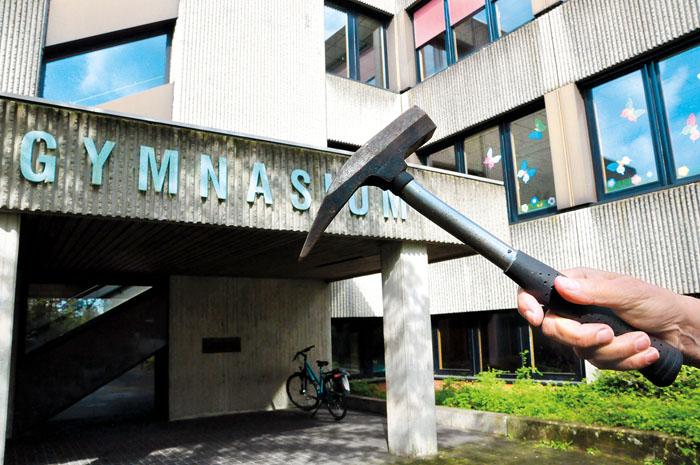 Seit der Vorplatz der Kleinschwimmhalle videoüberwacht ist, häuft sich der Vandalismus am Gymnasium.  Das soll jetzt mit de