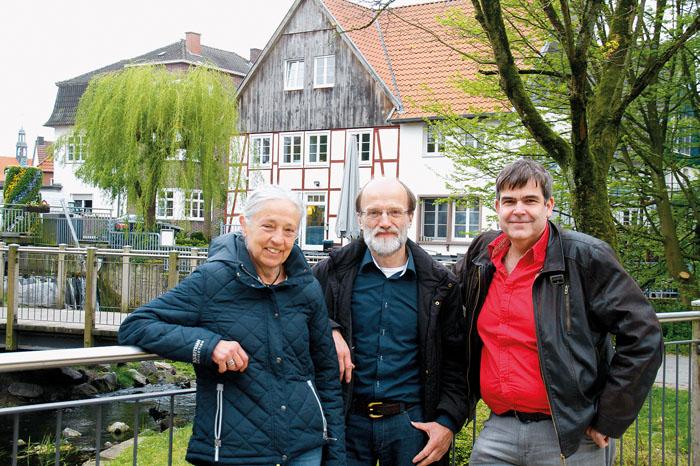 Diskutierten mit Rietbergern: Kandidatin Uschi Kappeler, Linken-Kreissprecher Michael Pusch und der Stadtverordnetenvertreter