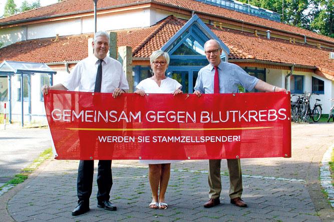 Bürgermeister Werner Peitz (v.l.), DKMS-Beauftragte Ingrid Seipolt und  Landrat Manfred Müller rufen zur Teilnahme auf. Fot