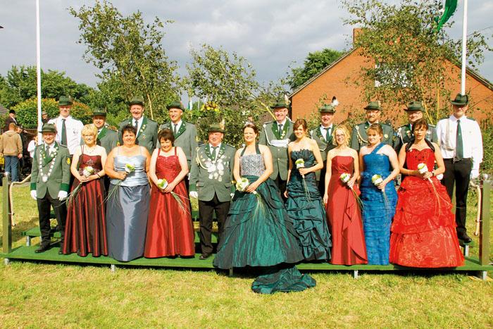 Das Throngefolge bilden Manfred Kaller und Silvia Suntinger (Zeremonienmeister), Friedhelm und Mechthild Gehrmann, Siegfried