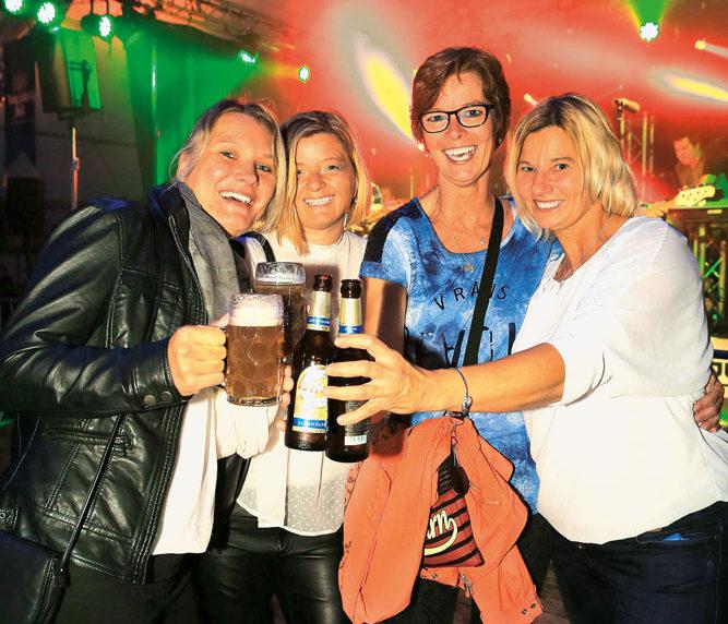 Stefanie, Iso, Heike und Christiane  aus Mastholte, beim Zigeunerball