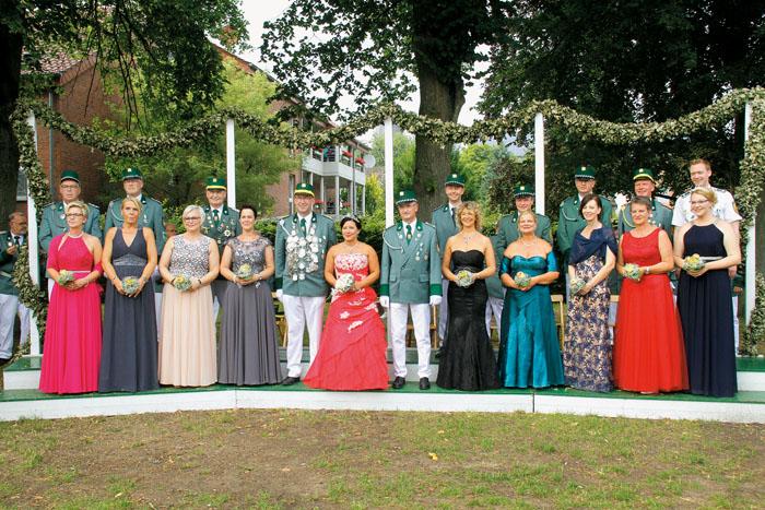 Am Montagabend präsentierte sich das neue Throngefolge zusammen mit dem Königspaar Dieter Pauleickhoff und Birgit Hesse der
