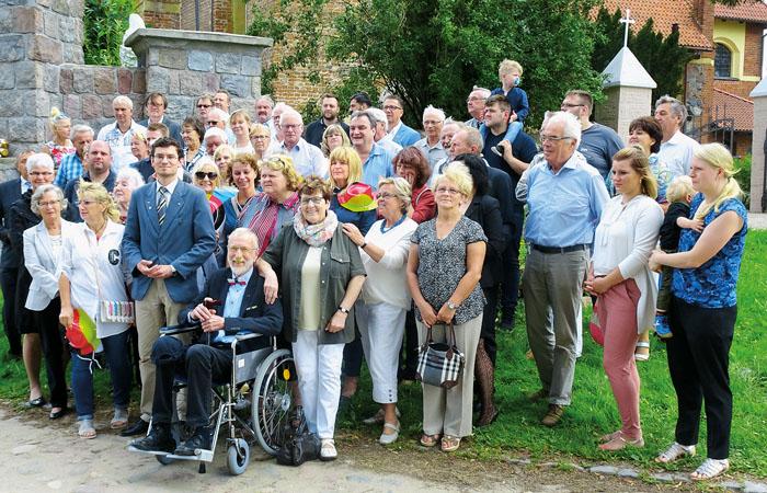 Die Reisegruppe aus Rietberg freute sich sehr mit Werner Bohnenkamp über die Ehre, die ihm als einer der Motoren der Freunds