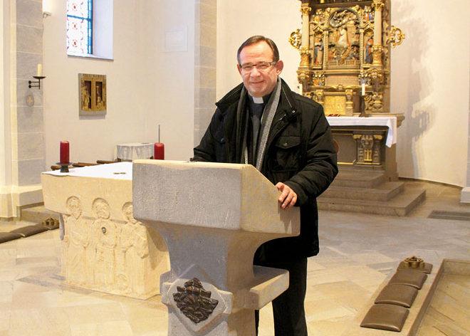 Pfarrer Andreas Zander wollte den Ambo aus dem Altarraum nach vorne gerückt wissen.