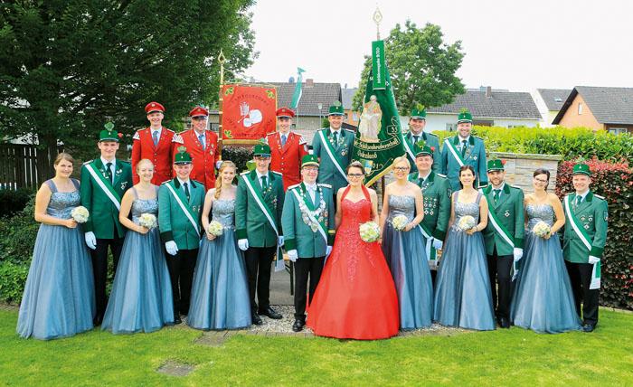Ein glänzend aufgelegter Hofstaat präsentierte sich mit den Majestäten Fabian Güth und Claudia Thieschnieder sowie dem Th