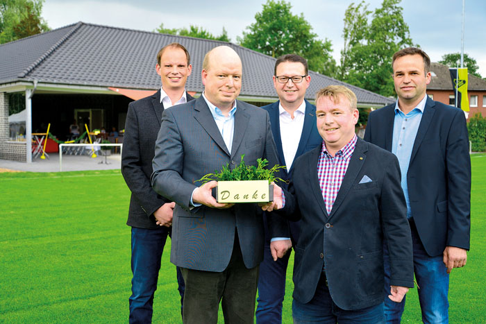 Patrick Beermann (Jugendleiter, v.l.), Dietmar Dübeler (Geschäftsführer), Helmut Wiesing (Arbeitskreismitglied), Klaus Sun