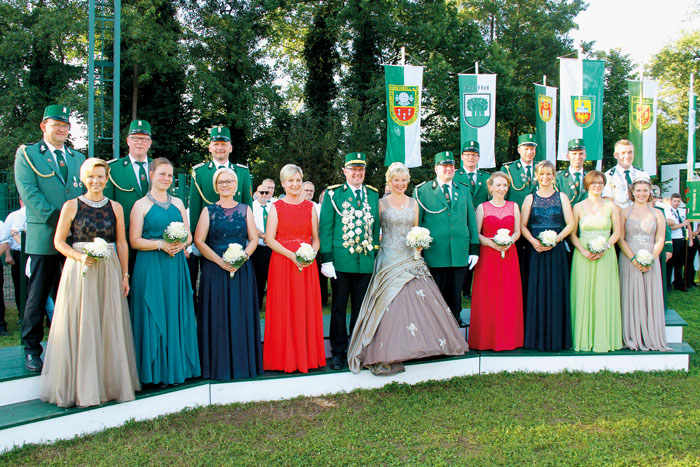 Dem neuen Hofstaat um Gregor und Karin Frenz war wettertechnisch am letzten Abend des Schützenfestes wahrlich die Sonne hold