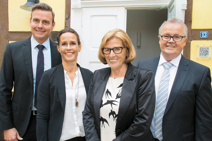Vier, die sich verstehen: Bürgermeister Andreas Sunder, dessen Ehefrau Kerstin, Elfriede Nowak und Beigeordneter a.D. Dieter