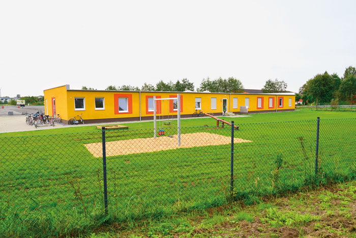 Ganz neu und noch unbespielt: Der Kleinkinderspielplatz hinter dem Flüchtlingsheim am Bibeldorf - die Stadt mach ausdrückli