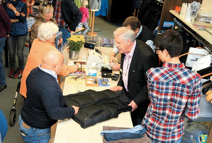 Über mangelnde Kundenresonanz braucht sich Heribert Wapelhorst nicht zu beklagen. Er schließt aus Altersgründen das Modeha