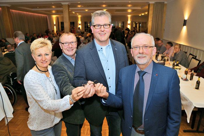 Mit Petra Erlenkötter, dem zweiten Vorsitzenden Franz-Josef Johannesmeier, dem neuen 1. Vorsitzenden Alexander Hagemeier und