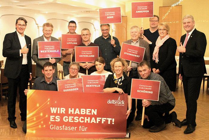 Freuen sich über das tolle Ergebnis:(vorne von links) Thorsten Schlichting (techn. Breitbandkoordinator Stadt Delbrück), Br