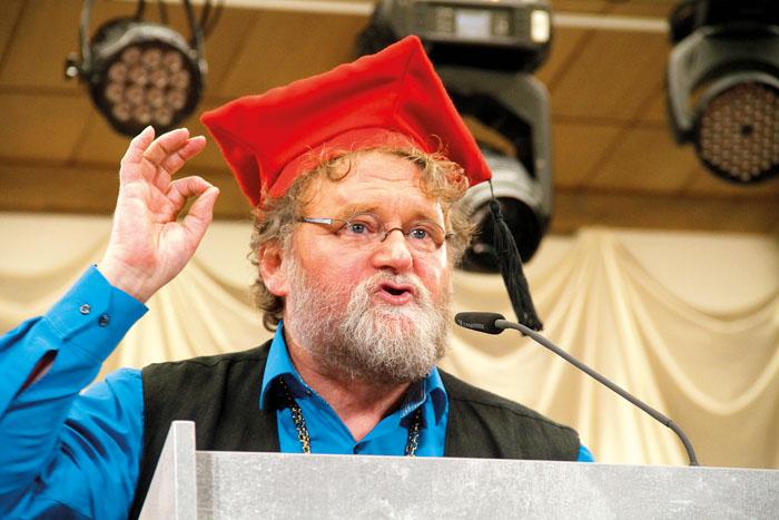 """Alois Pauleikhoff, bekannt als """"Buschi"""" fand ehrliche, nicht nur lustige Worte nach der Verleihung der Doktorwürde. Der"""