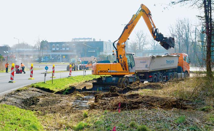 Der Bau des Kreisverkehrs an der Kreuzung am Marktkauf hat begonnen. Die Autofahrer müssen sich in den kommenden Wochen auf