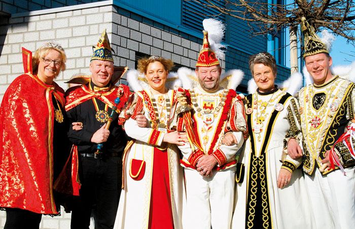 Leicht angeschlagen aber in allerbester Stimmung trafen sich die drei Prinzenpaare aus Mastholte, Rietberg und Neuenkirchen b