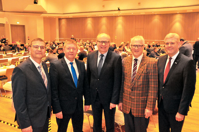 Gastgeber und Referenten beim Happe-Bauforum: von links Hans-Georg Rodehutskors, Ulrich Helmut Happe, Bernhard Hoppe-Biermeye