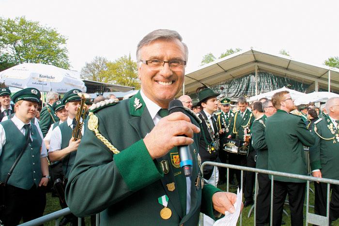 Hält künftig nicht nur das Mikrofon, sondern das ganze Westerwieher Schützenheft in der Hand: Detlev Hanemann.Fotos: RSA/r