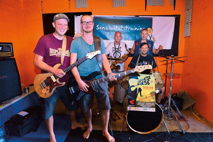 Mit ihren Songs wollen Edis Fazlic (v.l.), Paul Rentrup, Niklas Winkler, Max Rentrup und Pascal Klapper (Schlagzeug) die Büh