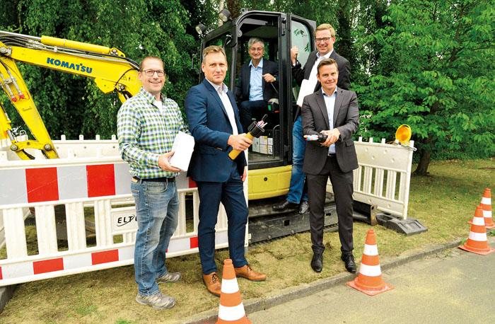 Projektleiter Stefan Rabert (v.l), Michael Hegemann (Eltel), Ralf Schütte (Helinet), Projektleiter Dominik Henneke (Helinet)