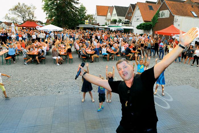 Warum weit reisen für ein tolles Party- und Urlaubsgefühl? Am Himmelreich in Delbrück brachte Gentlemen Dee alle Gäste so