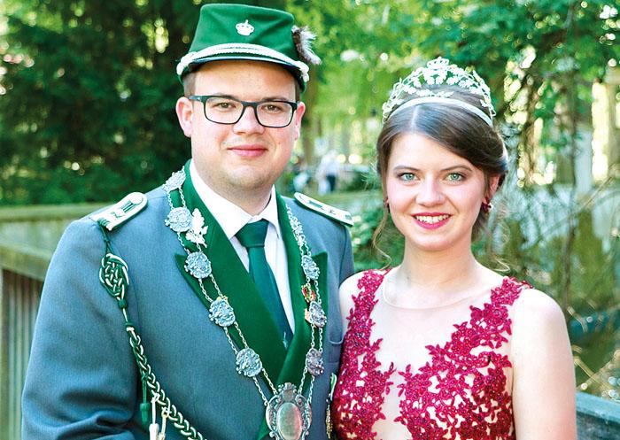 Das Königspaar der Rietberger Schützen, Fabian I. Reinkemeier und Linda I. Westrup, freut sich auf schöne Festtage. Foto:
