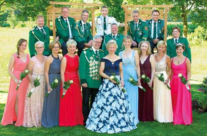 Sonja und Ulrich Hemmersmeier, Katja Fleiter und Willi Hemel, Christiane und Klaus Westerbarkei, Zeremonienmeisterin Anja Fre