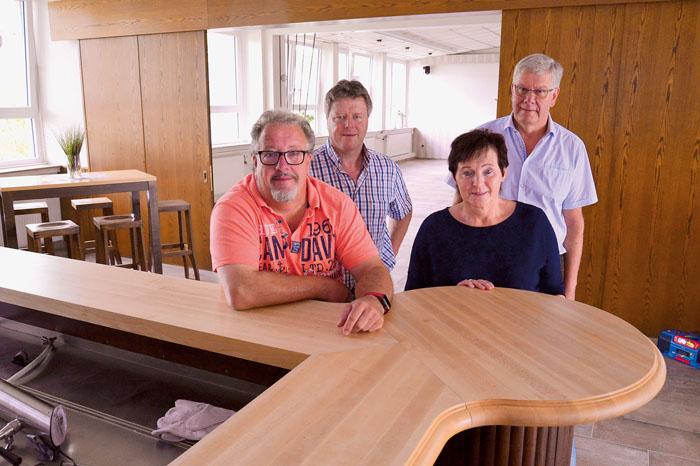 Marcus-Antonius Beckervordersandforth (v.l.), Thomas Kofort, Theresia Grundmeier und Willi Winkler haben das Bürgerhaus mit