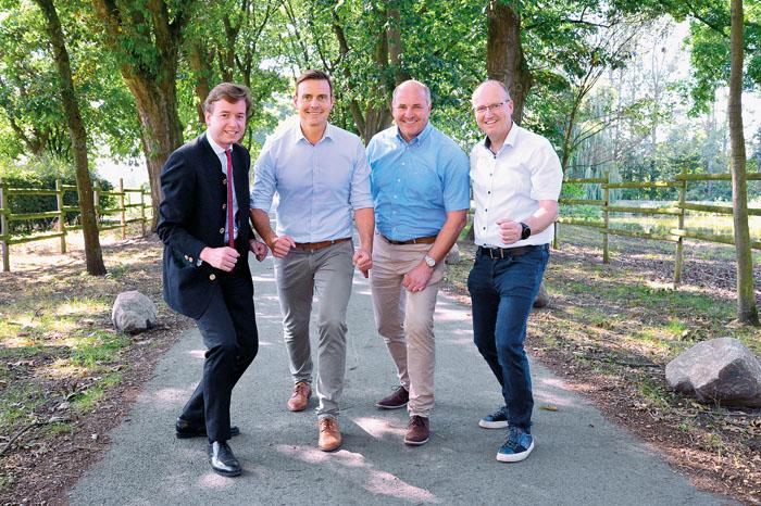 Carl Philipp Tenge-Rietberg, Andreas Sunder, Hubert Erichlandwehr und Michael Esken wollen den Grafschaftslauf an den Start b