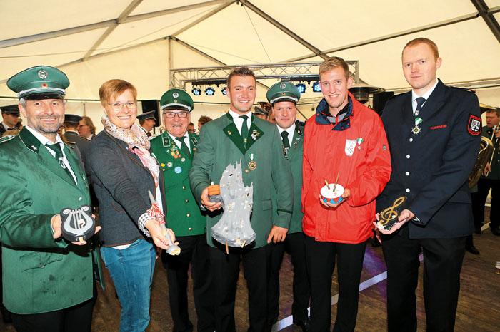Nach der gelungenen Premiere sind Michael Schlingmann (v.l.), Birgit Rüsing, Stefan Schniedermeier 1. Vorsitzender des Delbr