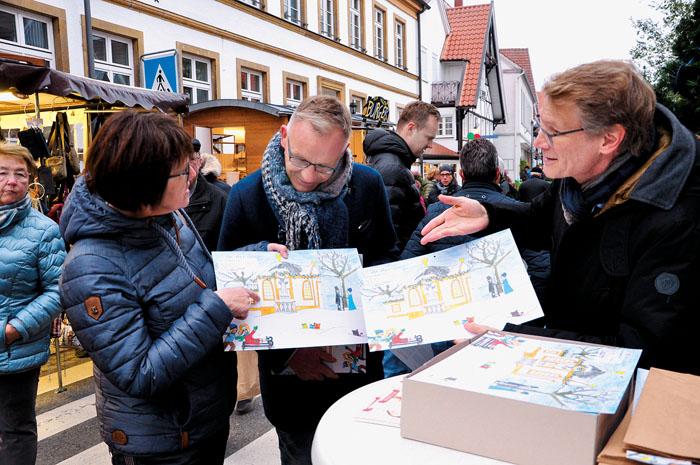 Ein großer Verkaufsschlager war der Adventskalender der Bürgerstiftung Rietberg. Hinter den Türchen verbergen sich viele s