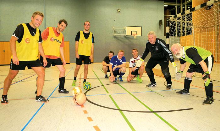 Mit jeder Menge Spaß am Ball (v.l.): Johannes Lambrecht, Dominik Riese, Björn Zunker, Iron Hetagurov, Tobias Kohlruss, Bene