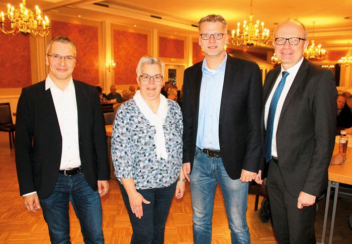 Informierten bei der Mitgliederversammlung über aktuelle Themen (v.l.): Reinhold Hansmeier (Stadtverbandsvorsitzender), Anit