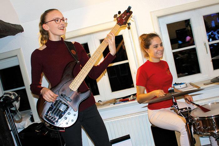 Melissa Echterhoff und Angelica Medina machen nicht nur zusammen Musik, sondern sind auch bereits Freundinnen geworden. Fotos