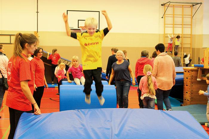 Richtig viel Spaß beim Herumtoben und Spielen hatten die kleinen Besucher des Sportfestes in der Turnhalle am Diekamp. Da gi
