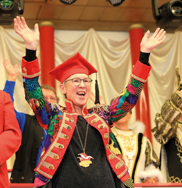Großer Jubel: Dr. Hildegard Humann freut sich über die Auszeichnung durch die Narren. Fotos: RSA/Steg