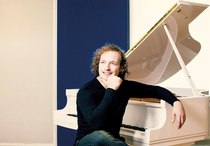 Pianist Nikolai Tokarev freut sich bereits auf das musikalische Festival, bei dem insbesondere der Nachwuchs in den Fokus ger